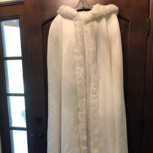 Bridal cape / cloak